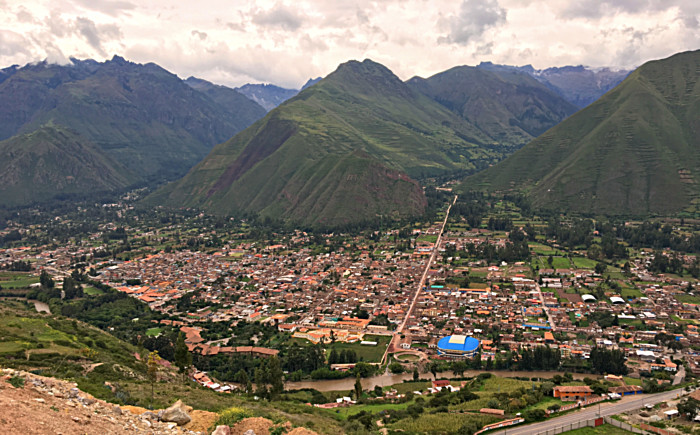 Sacred Valley of the Incas: Urubamba, at the foot of the majestic Chicón